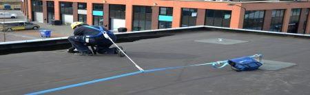 Werken op hoogte met valbeveiliging op platte en schuine daken