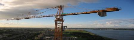 Individuele reddingswerken op torenkraan en bouwplaatsen